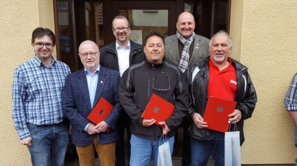 v.l.n.r. vorn Robin Haseler, Michael Lutz, Stefan Deuchert, Robert Holzschuh, dahinter Thorsten Meyerer und Bernd Rutzel MdB